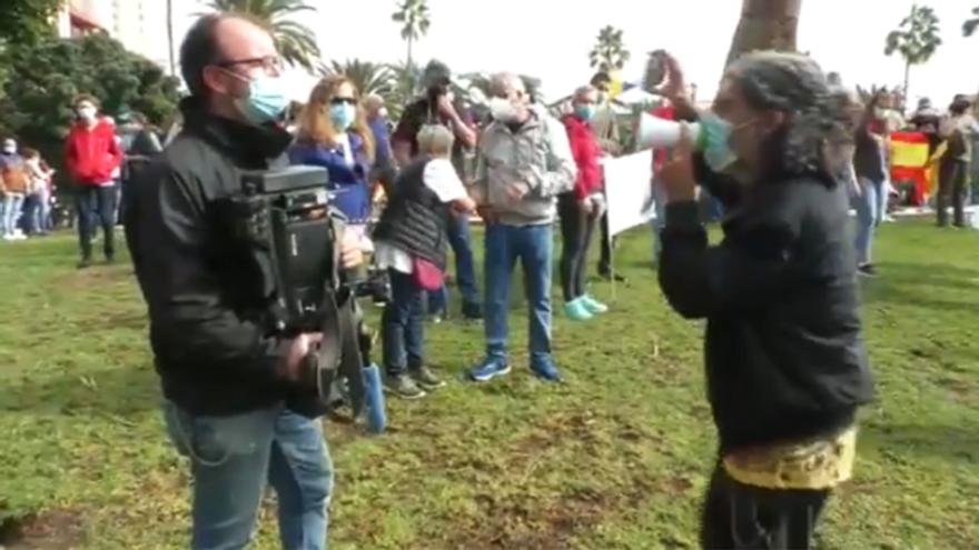 Acosan a un cámara de RTVE durante una manifestación en Canarias