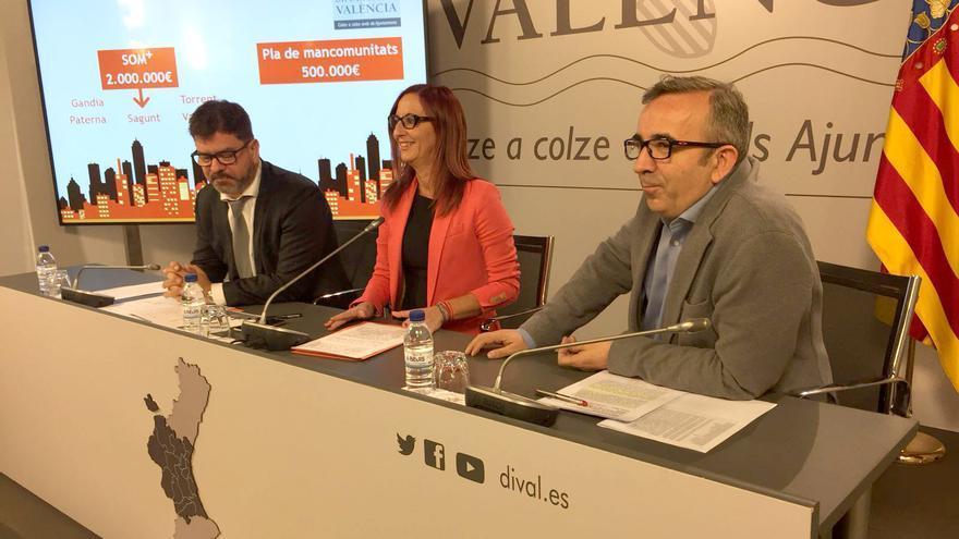 Emili Altur y Voro Femenía junto a la vicepresidenta de la Diputación de Valencia, Maria Josep Amigó