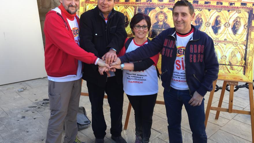 De izquierda a derecha: Juan Yzuel, de la plataforma Sijena Sí; José Carlos Boned, alcalde de Berbegal; Obdulia Gracia, alcaldesa de Peralta de Alcofea, y Alfonso Salillas, alcalde de Villanueva de Sijena