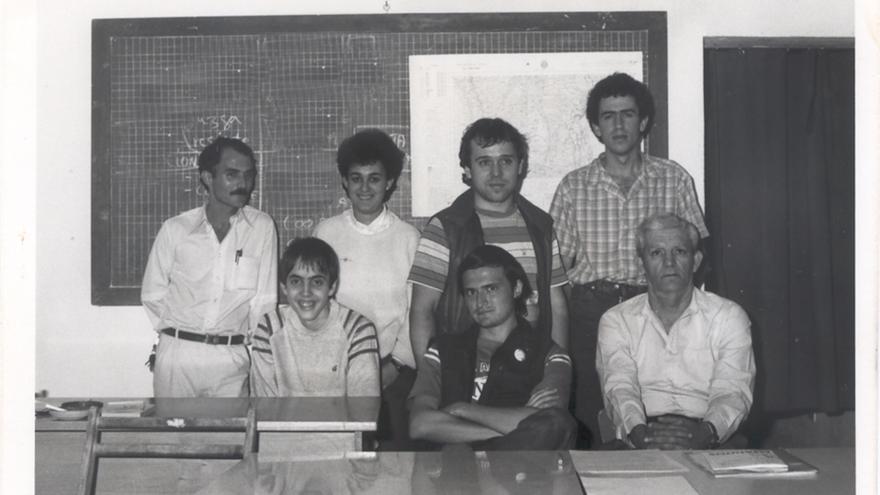 Algunos de los miembros fundadores en el primer local de la Agrupación Astronómica Palmera en el año 1987.