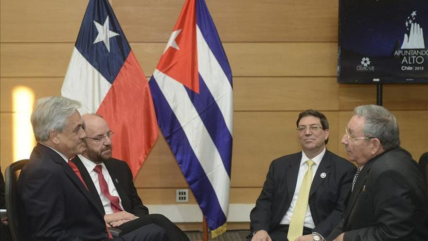 Castro promete ayudar en la investigación de los presuntos asesinos de un senador chileno