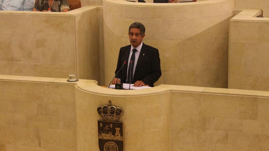 Miguel Ángel Revilla durante su comparecencia en el Parlamento de Cantabria