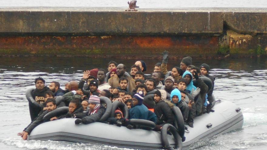 Se elevan a 213 personas las auxiliadas por Salvamento y Guardia Civil en el Mar de Alborán