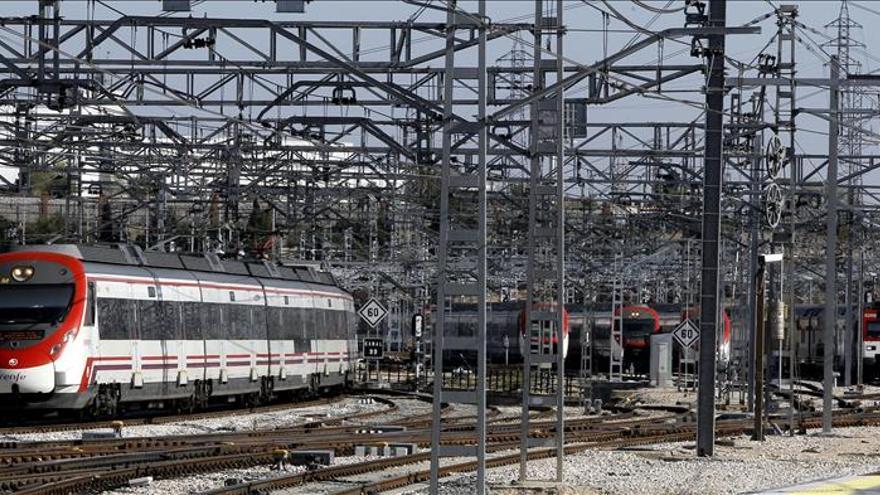 Un juez impone a dos grafiteros una orden de alejamiento de los trenes