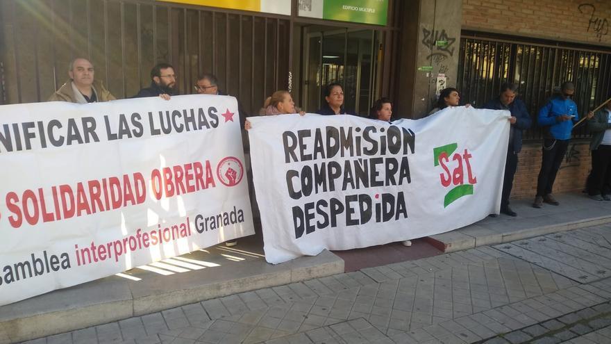 Compañeros y sindicalistas del SAT piden la readmisión de la trabajadora