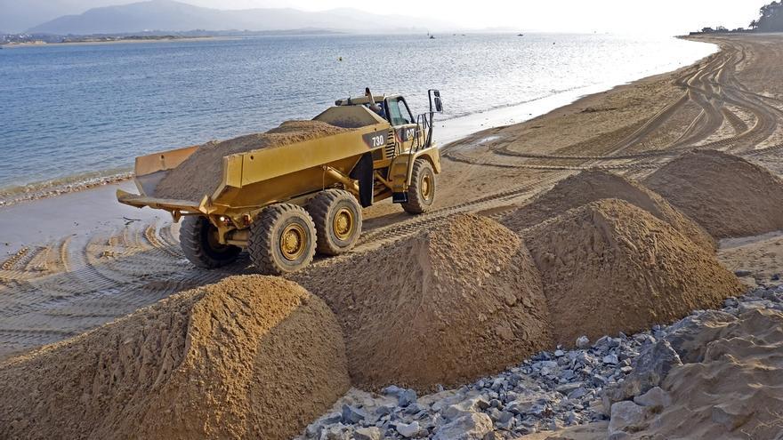 Comienza el relleno de las playas de Los Peligros y la Magdalena