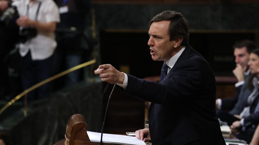 El portavoz del Partido Popular, Rafael Hernando, defiende la gestión de Mariano Rajoy en el segundo debate de la moción de censura del PSOE.