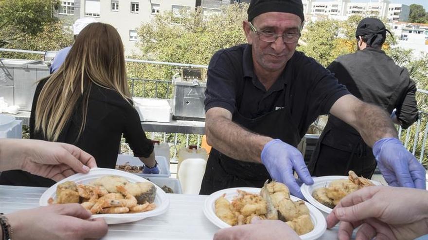 Media tonelada de pescado en la mayor fritada de Huelva