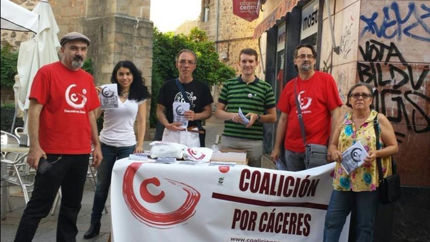Mesa informativa de Coalición por Cáceres