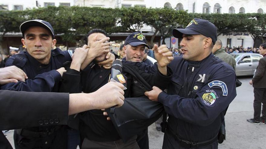 Detenidos 3 presuntos yihadistas y 3 colaboradores en el este de Argelia