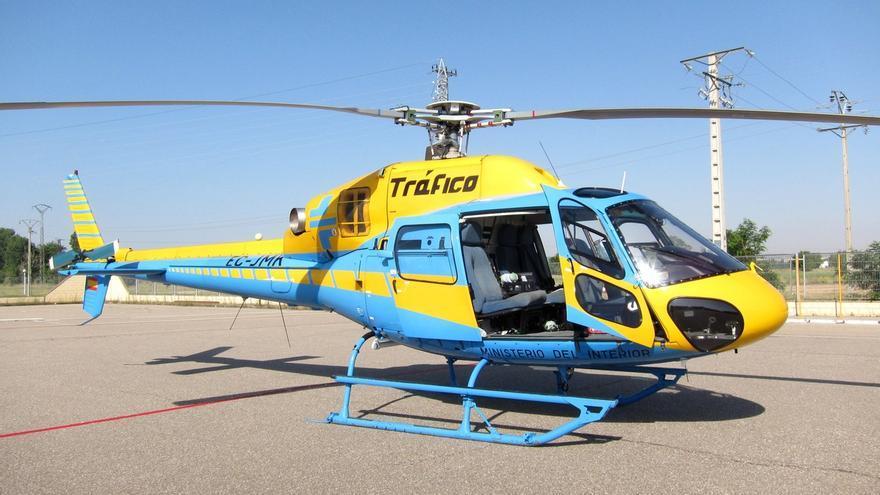 El helicóptero de la DGT 'Pegasus' sobrevuela Cantabria durante el fin de semana