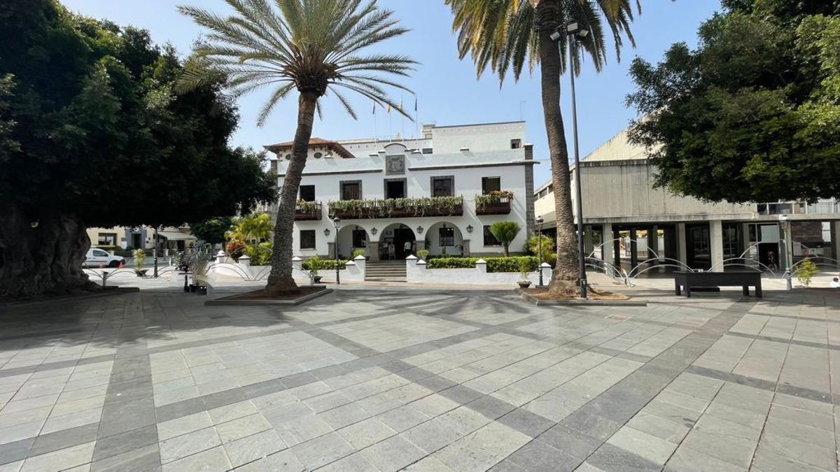 Plaza de España y Ayuntamiento de Los Llanos de Aridane.