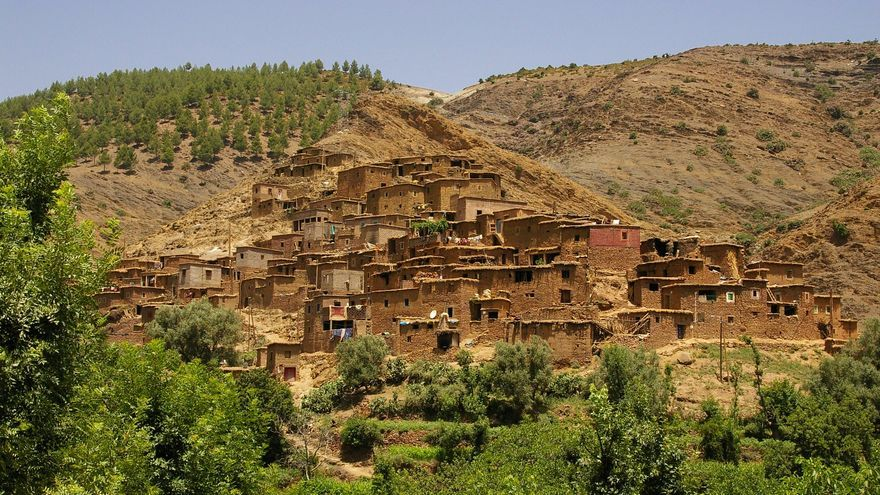 Pueblo de adobe en el Valle de Ourika, uno de los más famosos del Alto Atlas marroquí. Jean-Marc Astesana