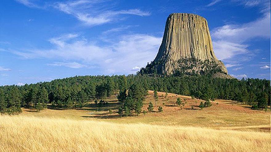 La Devi's Tower, uno de los iconos naturales más espectaculares de los Estados Unidos. Aunque se encuentra en Wyoming forma parte de las Black Hills. Don Merwin