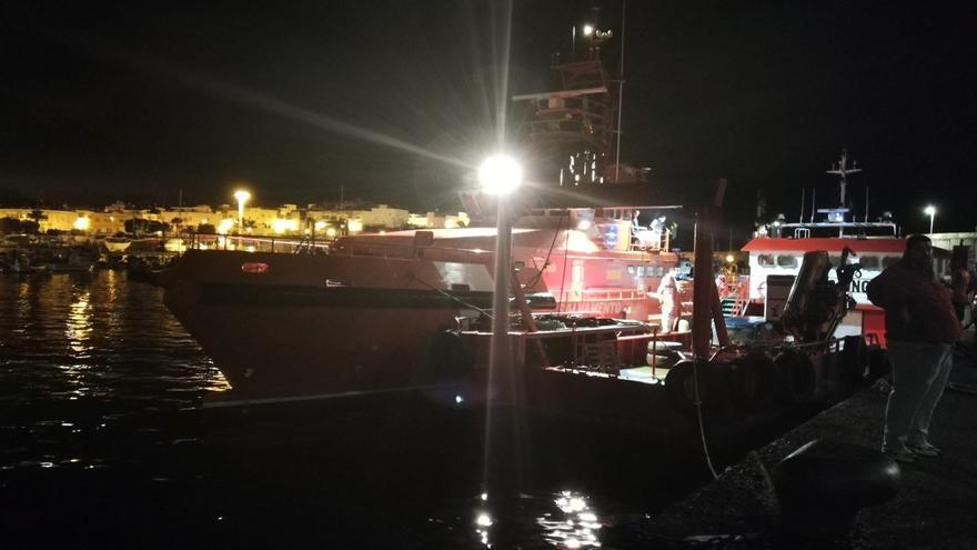 Llegada de la Salvamar Talía al Muelle de Arguineguín. (CRUZ ROJA)