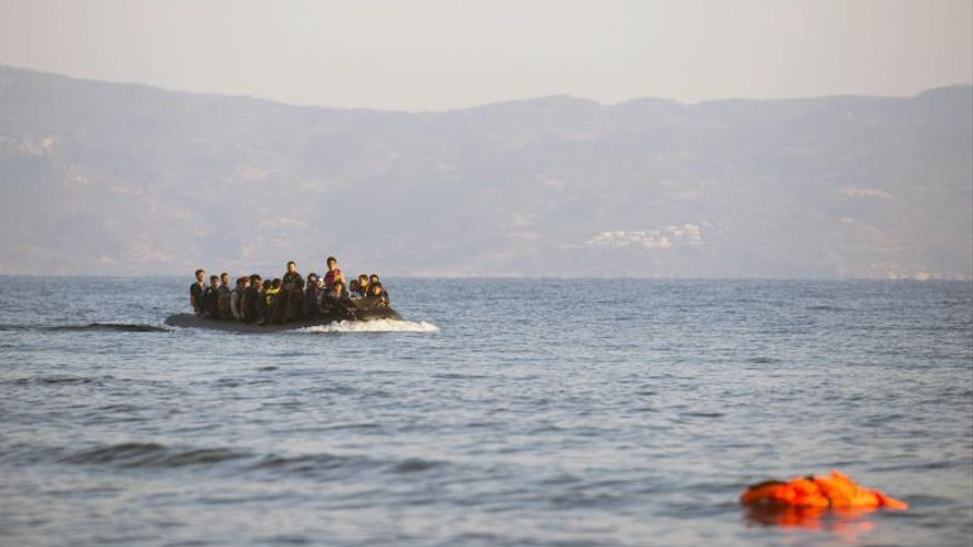 Desaparecen diez migrantes cuando cruzaban en bote desde Turquía a Grecia