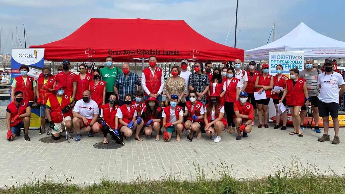Voluntarios de la iniciativa '1m2 contra la basuraleza en Laredo.