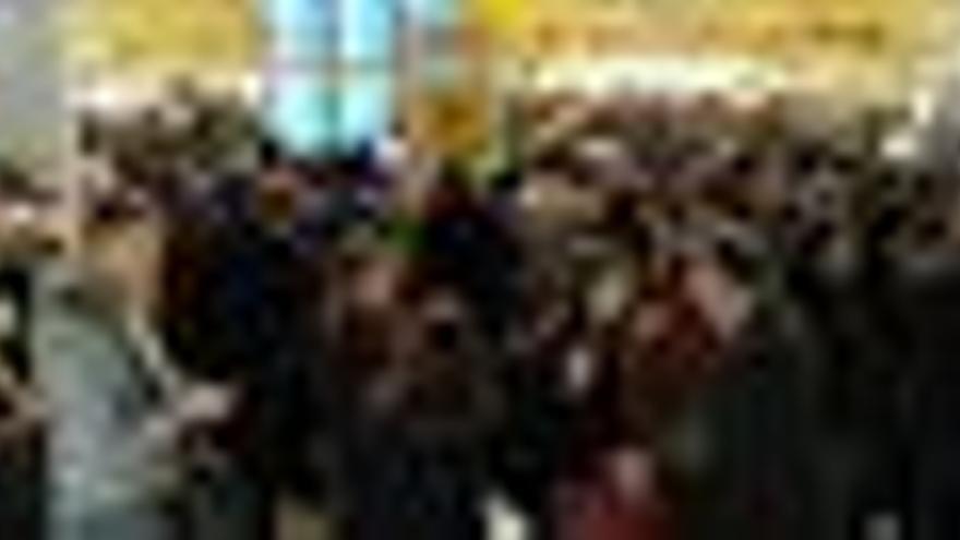 Miles de pasajeros atrapados en el aeropuerto