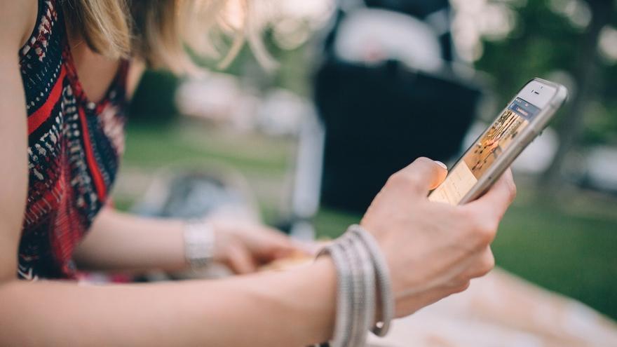 (AMP) Telefónica gana 91.650 líneas de móvil y 35.800 de banda ancha fija en agosto en plena guerra del fútbol