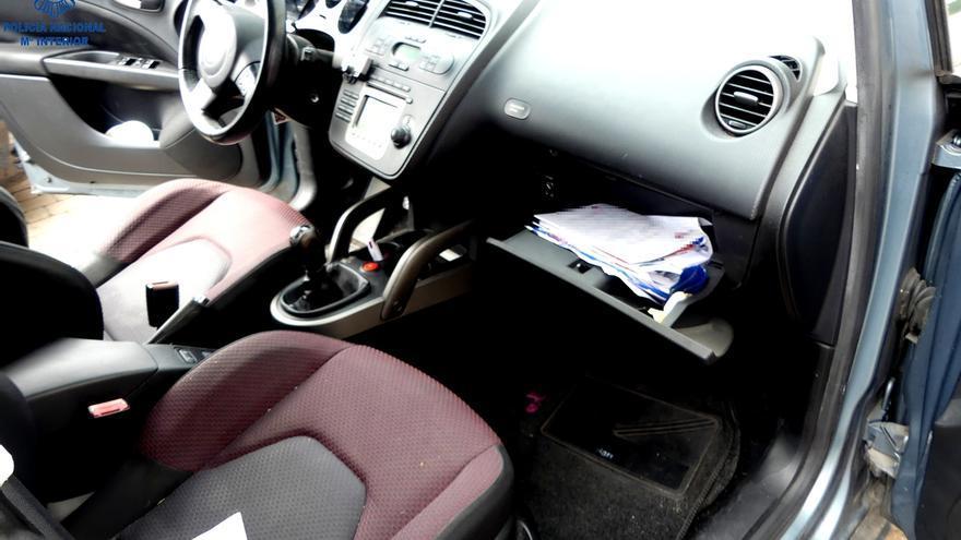 Detenido por robar en un coche y llevarse una libreta bancaria que usó para sacar casi 800 euros