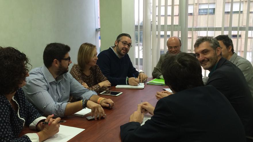 Una imagen de la reunión entre el PP y C's