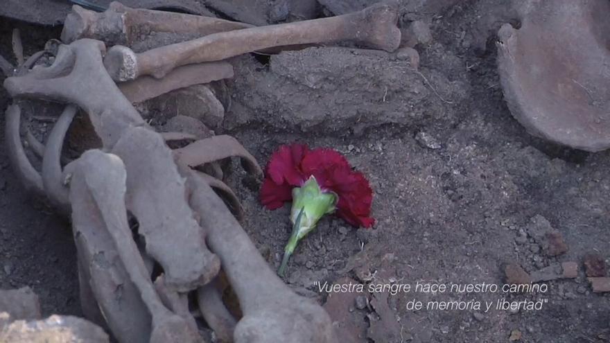 """Haciendo memoria de la memoria: un documental rescata la exhumación de la fosa de un """"feudo de la izquierda"""", diez años después"""