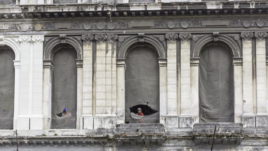 Muchos de los fantásticos edificios de La Habana dan cuenta de la falta de mantenimiento.