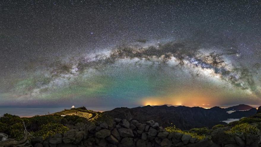 En  la modalidad de 'Paisaje astronómico desde La Palma', el segundo clasificado fue Kai Stockrahm, con 'The Arc'.