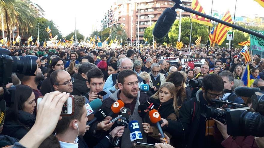 """Fachin llama a los catalanes a tener memoria y """"arrasar"""" al 155 en las elecciones"""