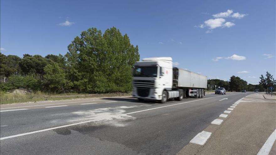 Los transportistas reclaman igualar la fiscalidad autonómica de carburantes