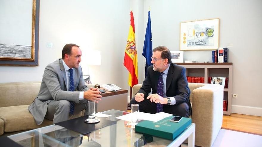 Javier Esparza traslada a Rajoy su inquietud por el peso que puedan tener los nacionalistas en el futuro de España