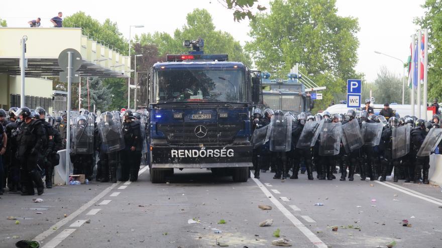 La policía en la frontera entre Hungría y Serbia © AI