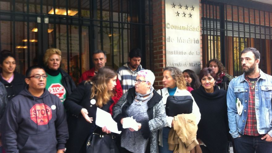 Los representantes de la PAH, PAVPS y FRAVM presentan su recurso contra la Comunidad de Madrid.