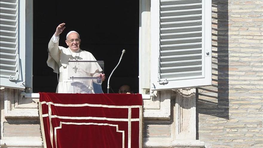 El papa pide afrontar las tensiones entre inmigrantes y residentes en ciudades