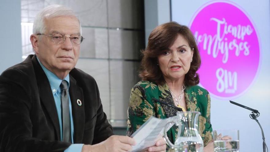 Carmen Calvo, con Josep Borrell
