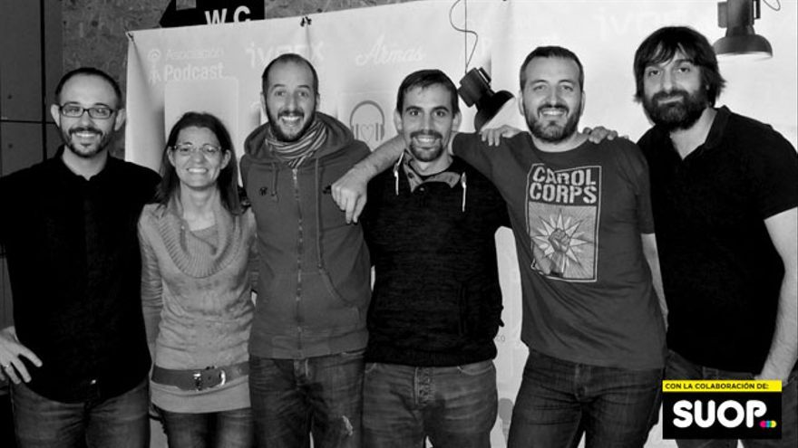 David López con los panelistas y presentadores del programa sin identidad secreta ni nada