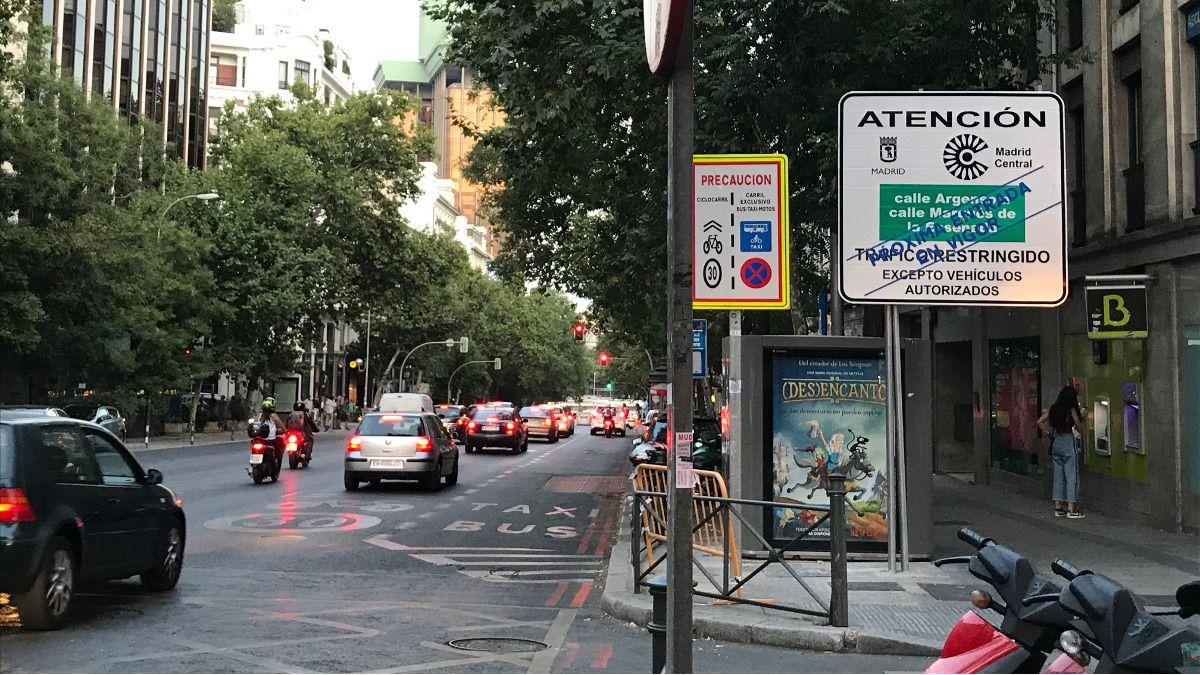 Señal indicativa de acceso a Madrid Central en la calle Génova | SOMOS CHUECA