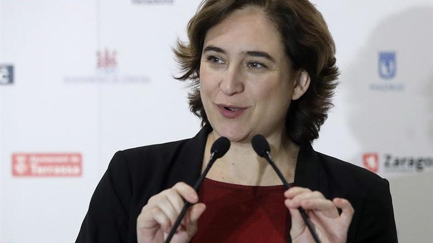 """Ciudadanos acusa a Colau de desobedecer la ley por """"consentir"""" la """"estelada"""""""
