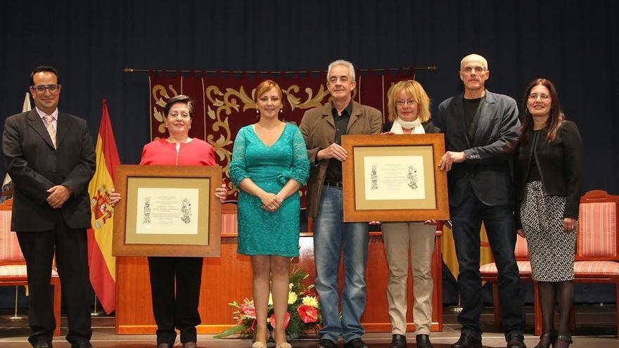 En la imagen, acto de entrega de los titulos 'Descatacos del Municipio' de Mazo.