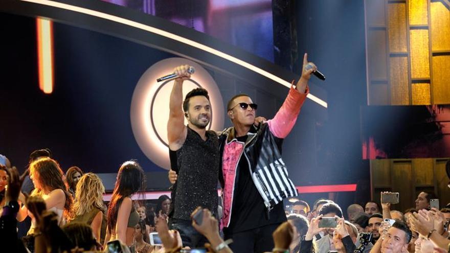 """Fonsi y Daddy Yankee critican que Maduro haga """"propaganda"""" con """"Despacito"""""""