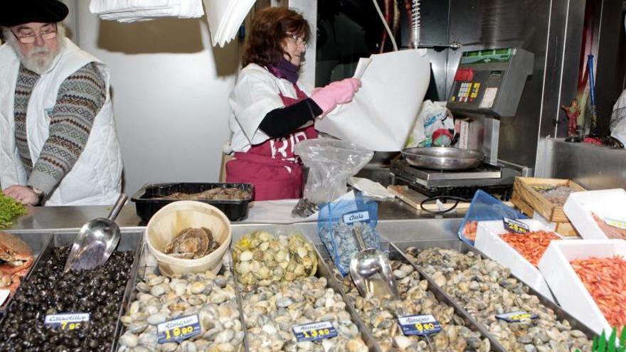 El comercio vende el 3,9 por ciento menos en 2013 y suma seis años a la baja
