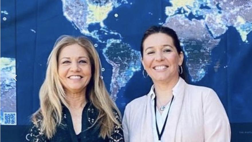 Antonia Varela (i), directora de Fundación Starlight en Tenerife, y Celia Santos, concejala de Promoción Turística de Fuencaliente.