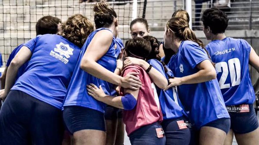 Imagen de las jugadoras del CV Haris. (twitter oficial Club Voleibol Haris).