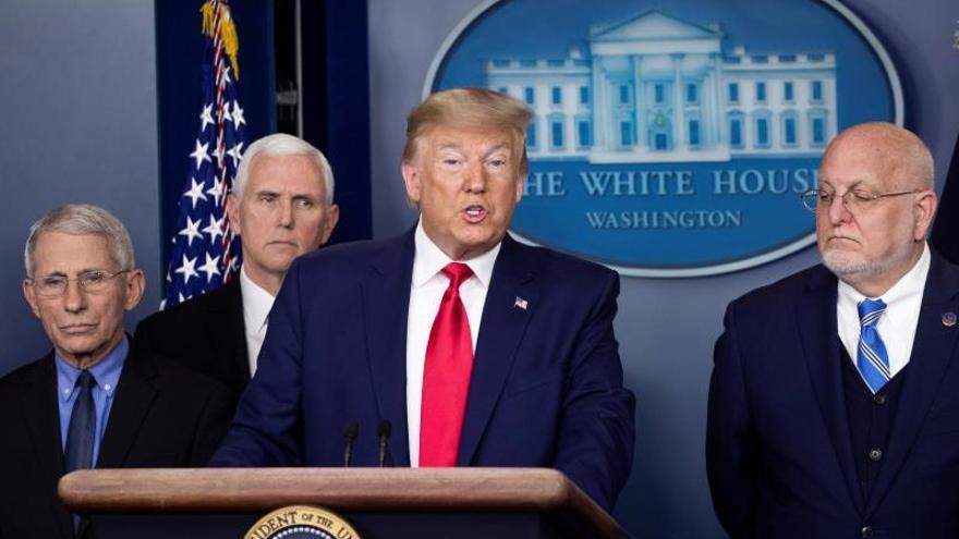 Trump endurece los viajes al país tras el primer muerto por coronavirus en EE.UU.