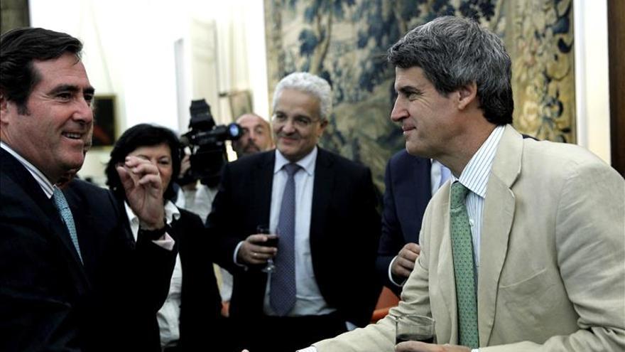 """El futuro ministro argentino promete levantar """"rápido"""" el cepo cambiario"""
