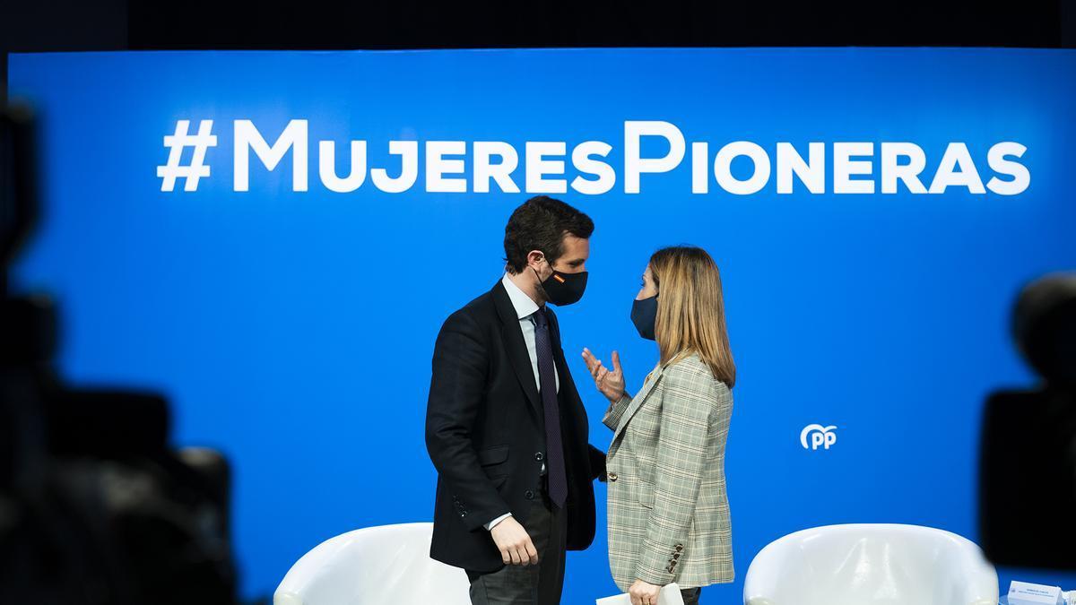 Pablo Casado y Ana Pastor, durante el acto del PP por el 8M.