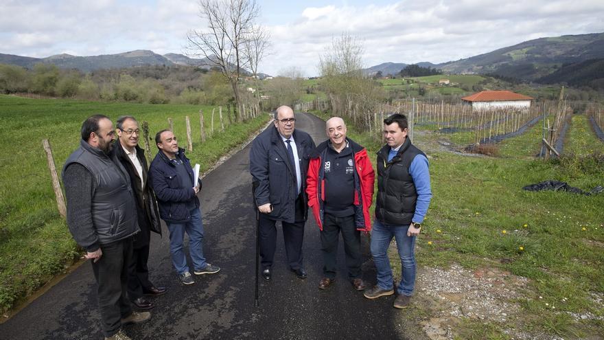 Renovado el camino de acceso a la ermita de La Piedad de Rasines con inversión de casi 40.000 euros