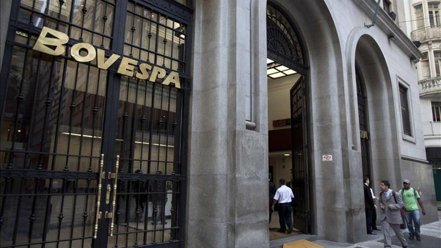 Las bolsas de A. Latina cierran en rojo tras un día de pérdidas en Wall Street