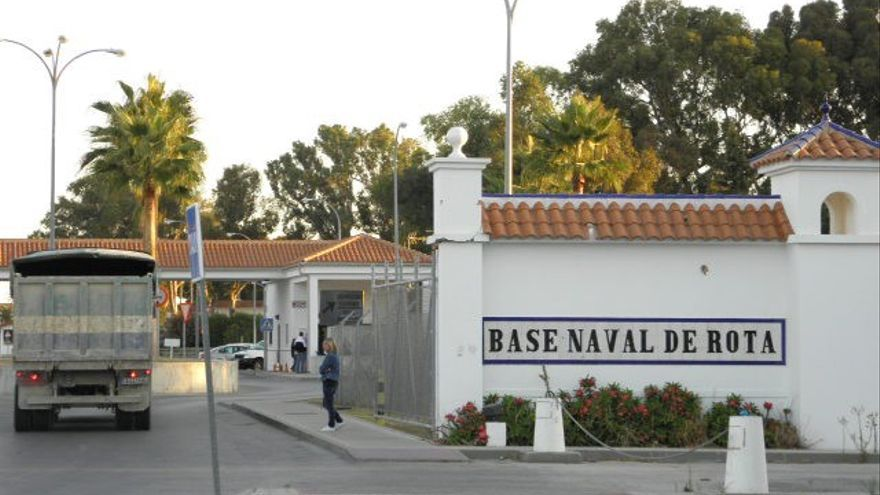Entra de la Base Naval por la población de Rota (Cádiz).