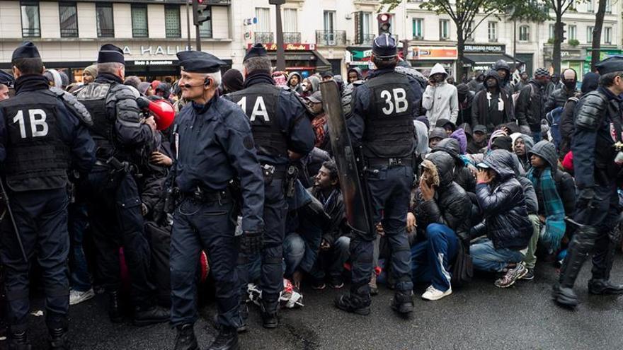 HRW denuncia abusos policiales contra los inmigrantes en Calais
